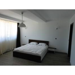 Dormitor la comanda Pat matrimonial clasic Stejar Thermo si masa toaleta cu oglinda noptiere de pal cu sertare